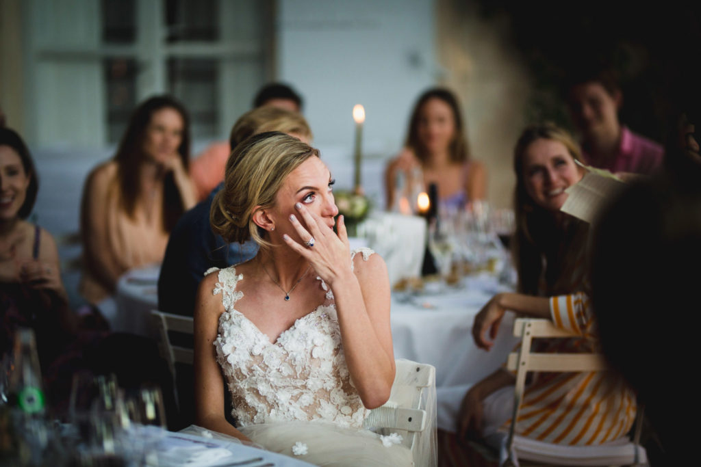 Duo de photographe et vidéaste : La mariée est émue par le discours de sa témoin