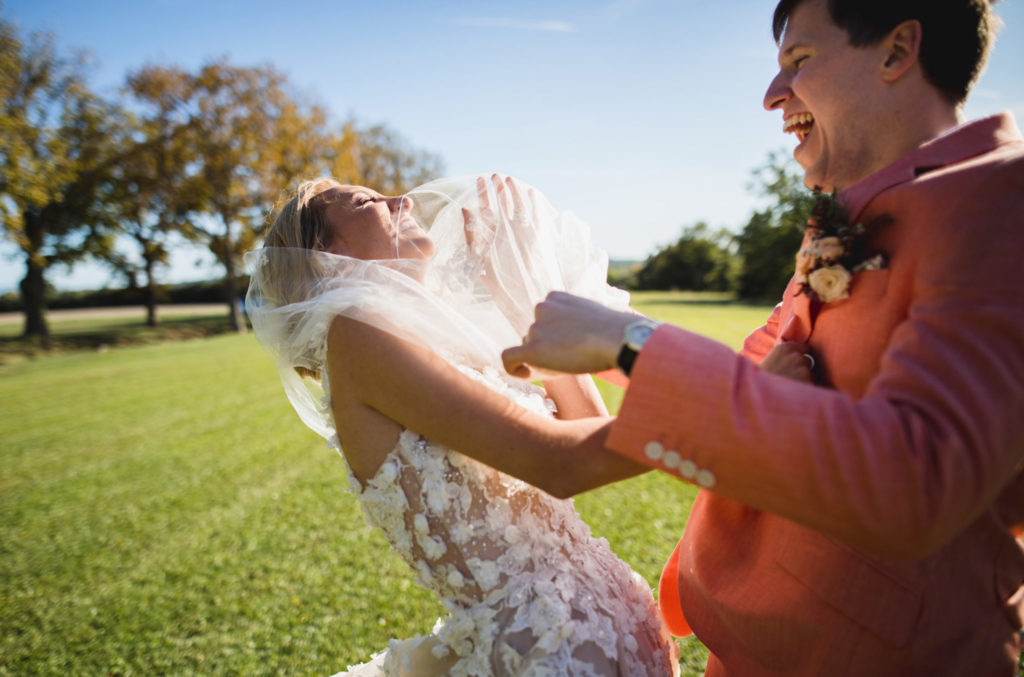 Duo de photographe et vidéaste pour mariage originaux.